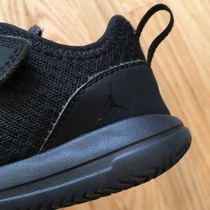 black jordan shoes